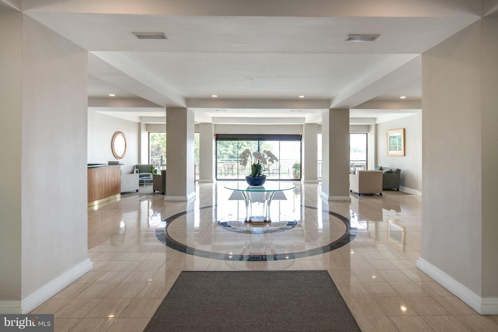 Beautiful Lobby 24/7 Staffed - 501 SLATERS LN #1411, ALEXANDRIA
