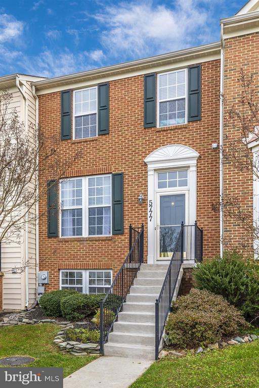 Brick Front - 5777 MUSSETTER CT, NEW MARKET