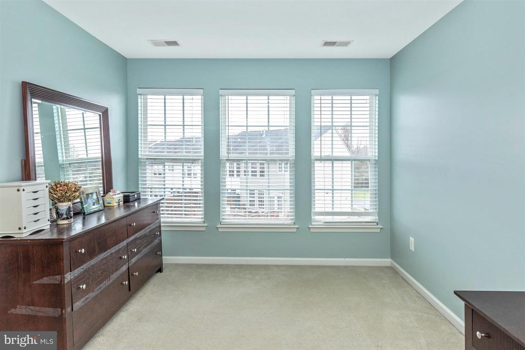 Master Bedroom-Sitting Area - 5777 MUSSETTER CT, NEW MARKET
