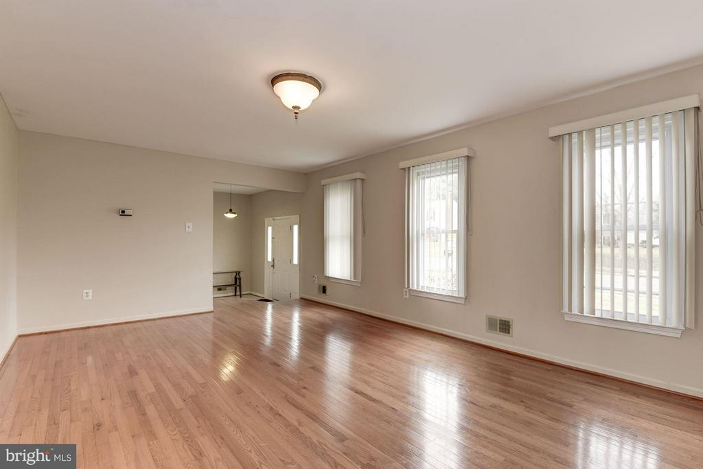 Living Room - 7919 RICHFIELD RD, SPRINGFIELD