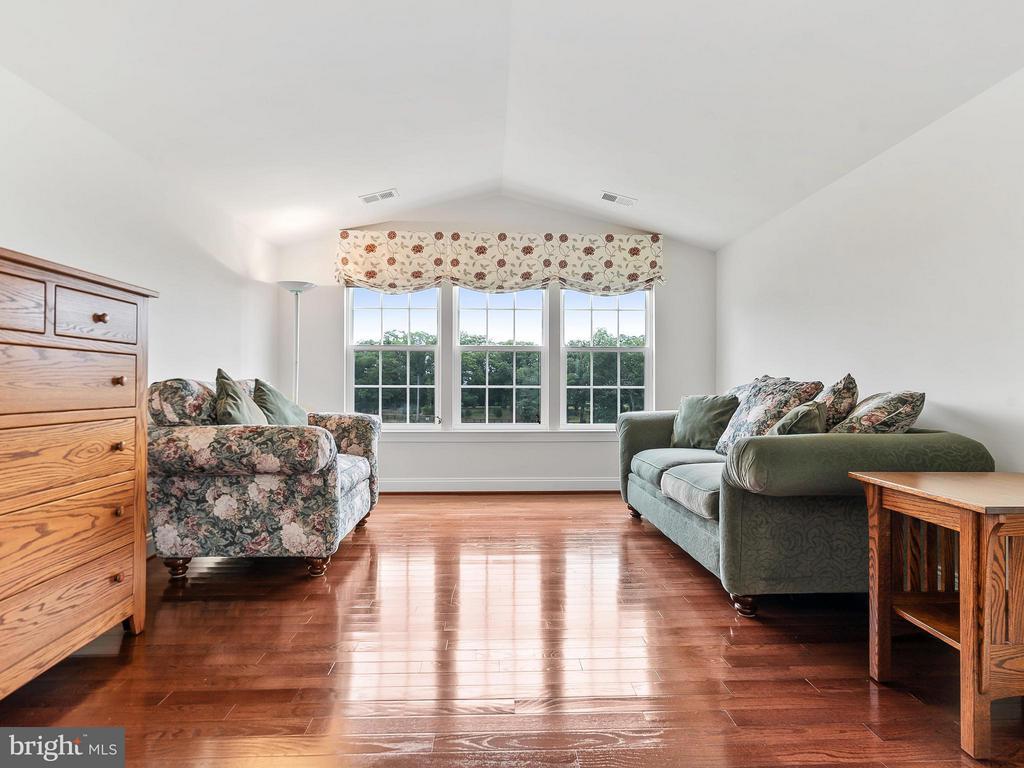 Sitting Room in Master Bedroom - 24112 STATESBORO PL, ASHBURN