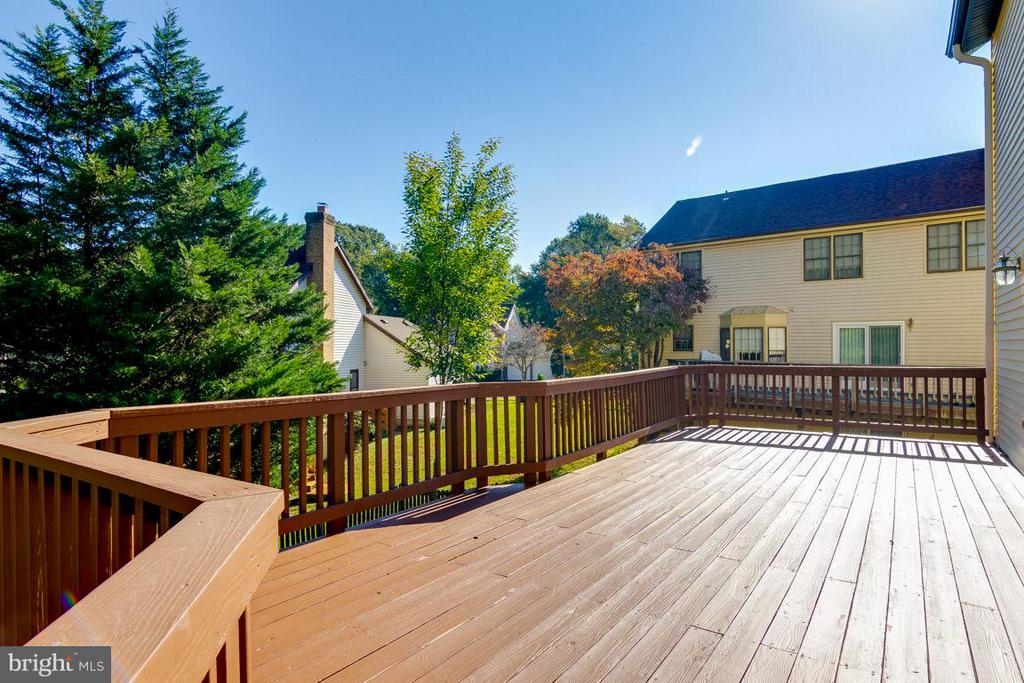 Beautiful Sunny  Deck - 6005 BURNSIDE LANDING DR, BURKE
