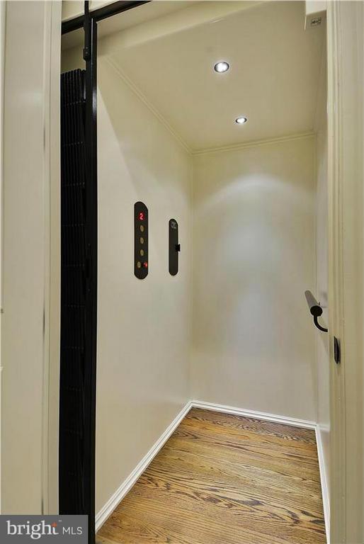 Elevator - 40186 MONROE VALLEY PL, ALDIE