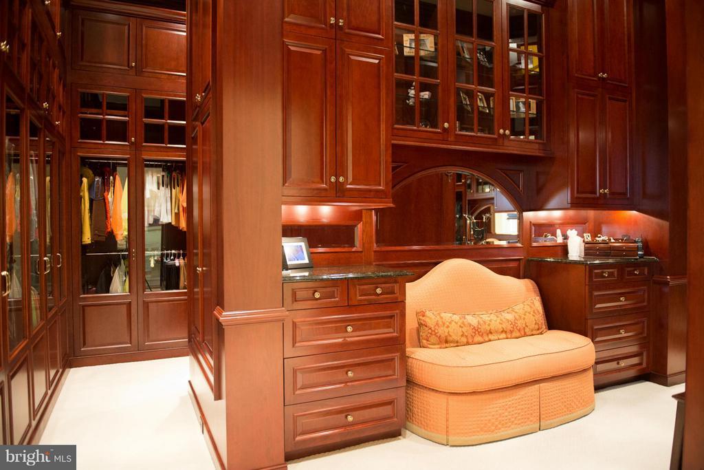 Master Bedroom Walk-in Closet - 2550 LANDMARK SCHOOL RD, THE PLAINS