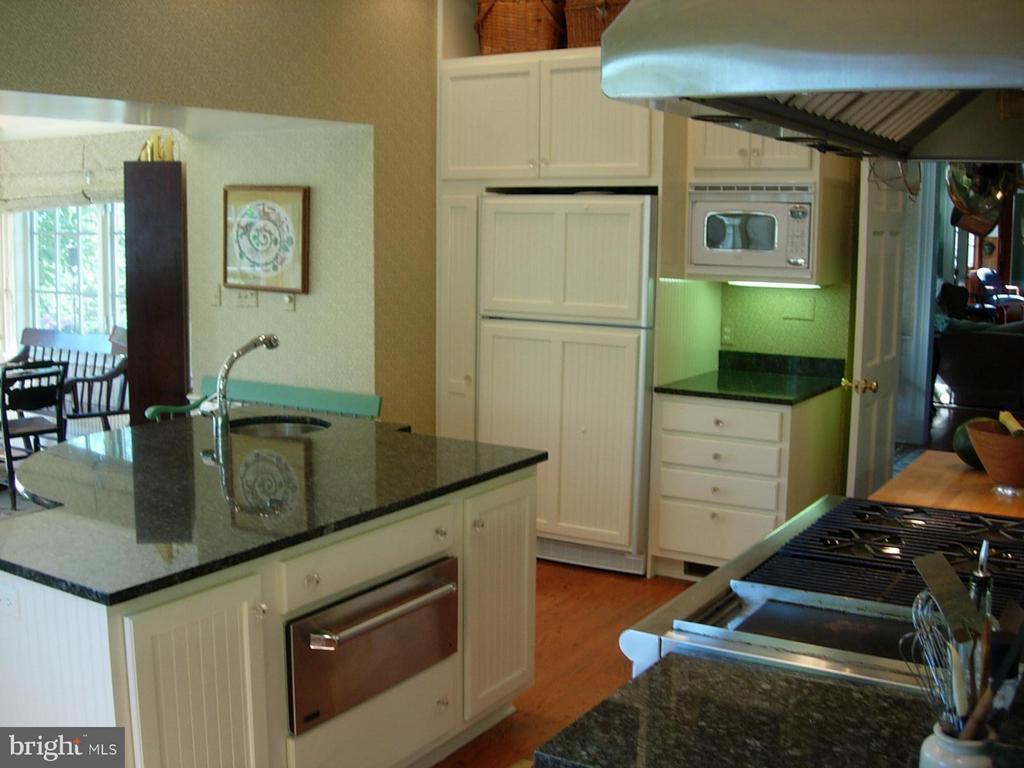 Kitchen - 644 LIME MARL LN, BOYCE
