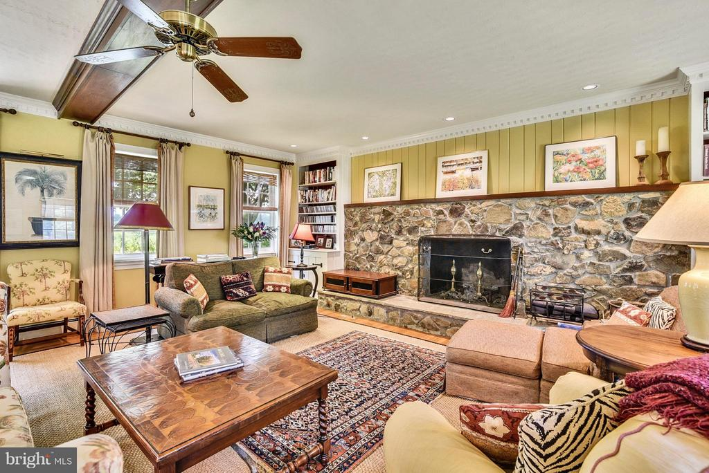 Family Room w/stone fireplace - 12198 CREST HILL RD, HUME