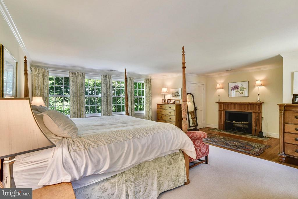Master Bedroom with Fireplace - 12198 CREST HILL RD, HUME