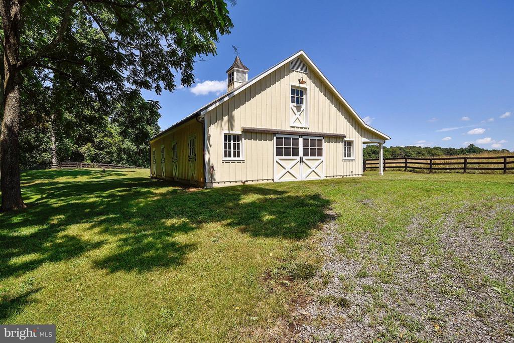 Jim Fletcher built Barn - 12198 CREST HILL RD, HUME