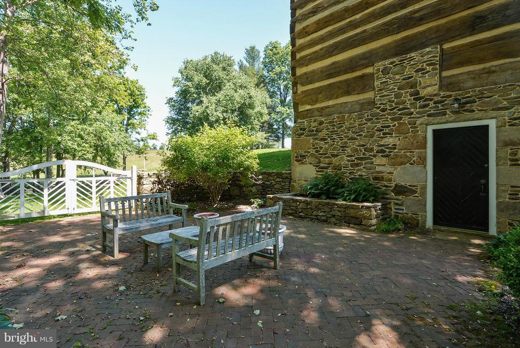 Side Patio - 35571 MILLVILLE RD, MIDDLEBURG