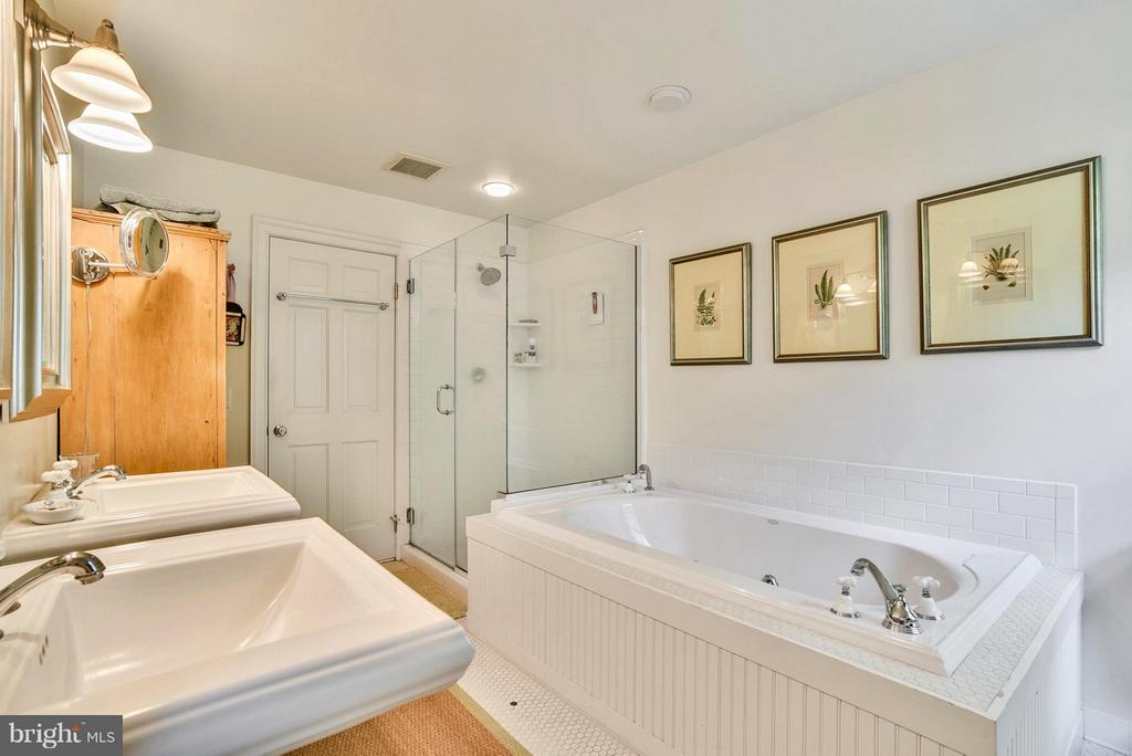 Separate Bath and Shower - 12198 CREST HILL RD, HUME