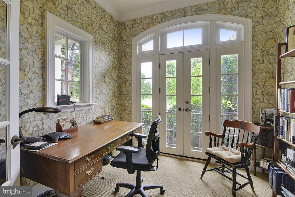 Private Master Suite Office - 35387 CREEK RIDGE LN, MIDDLEBURG