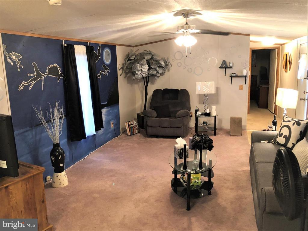 Large Living Room - 8601 TEMPLE HILLS RD #103, TEMPLE HILLS
