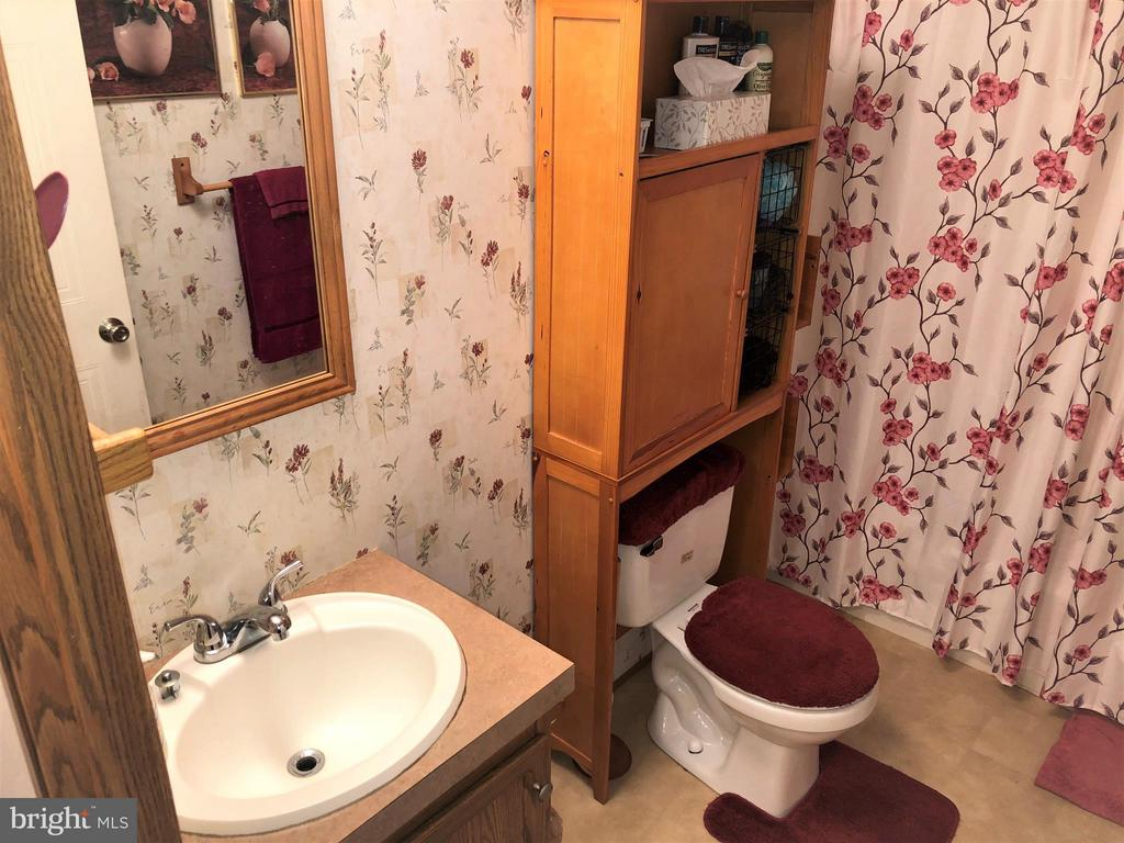 Hall Bath - 8601 TEMPLE HILLS RD #103, TEMPLE HILLS