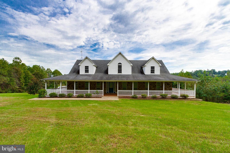 Photo of home for sale at 102 Charlies Farm Lane, Castleton VA