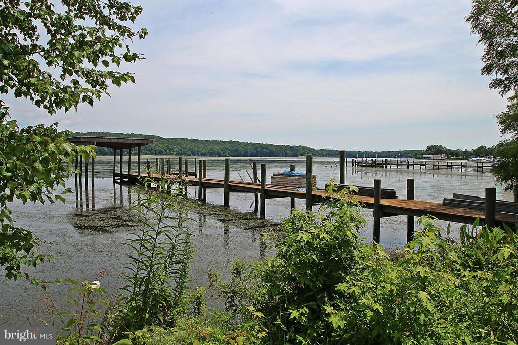 Private dock with covered area - 54 SHADY LN, STAFFORD