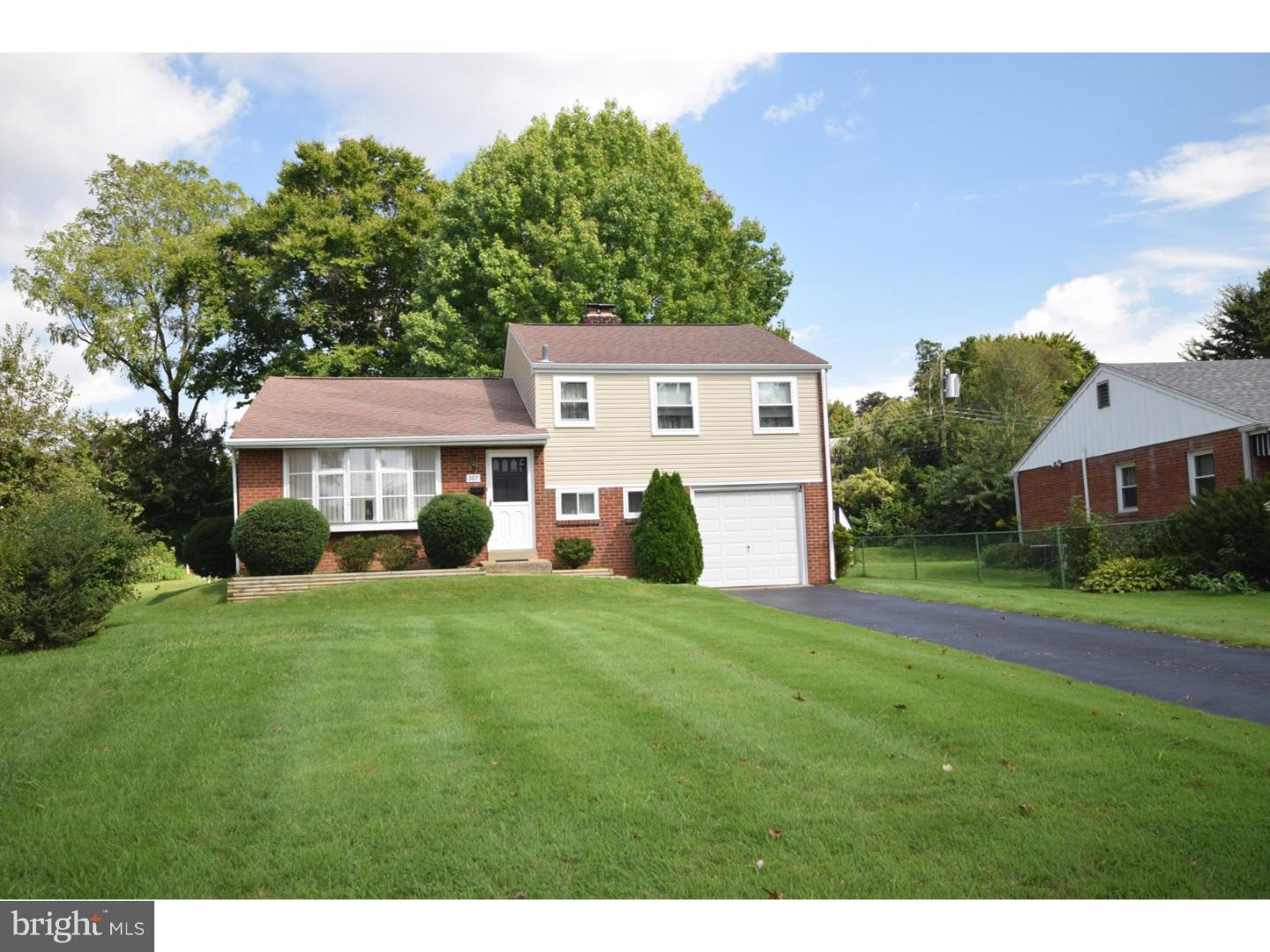 Photo of home for sale at 367 Harwicke Road, Springfield PA