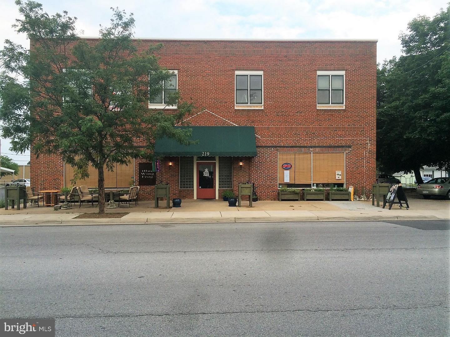Commercial for Sale at 219 Chester St Front Royal, Virginia 22630 United States