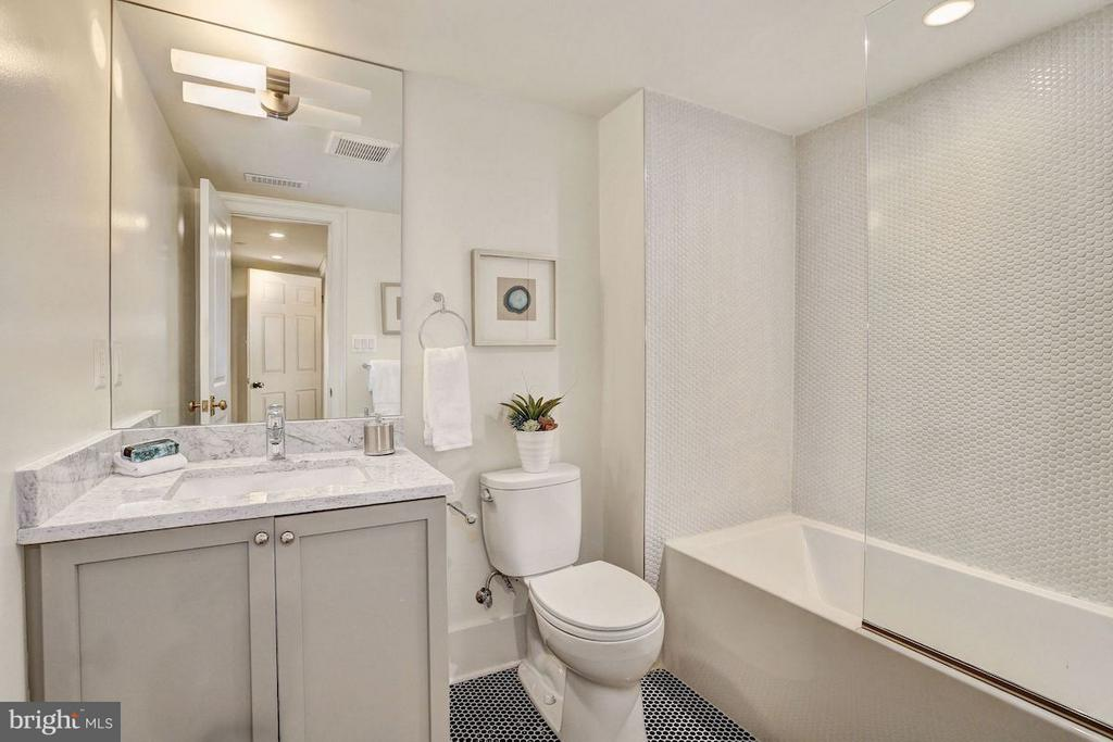 Lower Level Bathroom with Tub - 1810 15TH ST NW #NORTH, WASHINGTON