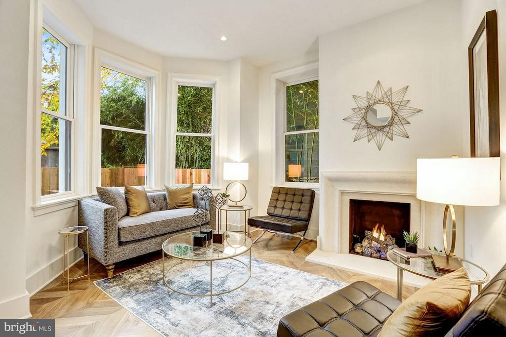 Living Room with Gas Fireplace - 1810 15TH ST NW #SOUTH, WASHINGTON
