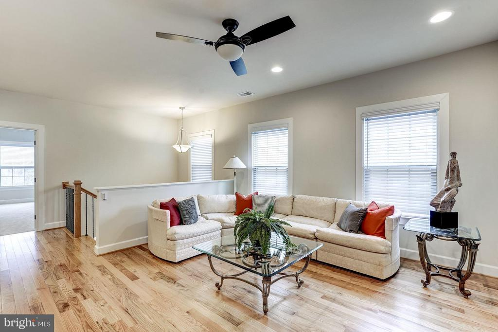 Upper level with 2nd Living Space - 11463 CRANEBILL ST, FAIRFAX