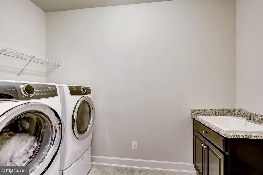 Upper Level Laundry - 11463 CRANEBILL ST, FAIRFAX