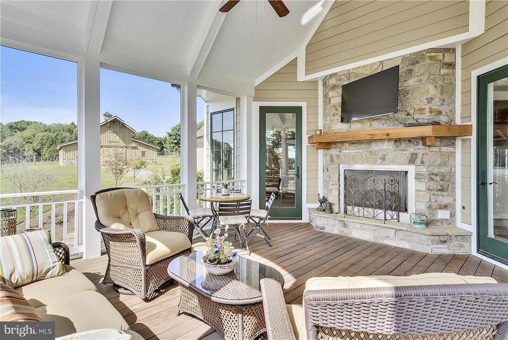 Screened in porch w fireplace - 20271 GILESWOOD FARM LN, PURCELLVILLE