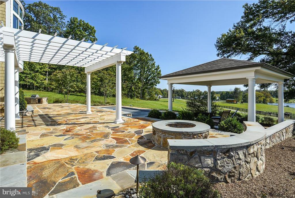Terrace, pool, fire pit and cabana - 20271 GILESWOOD FARM LN, PURCELLVILLE