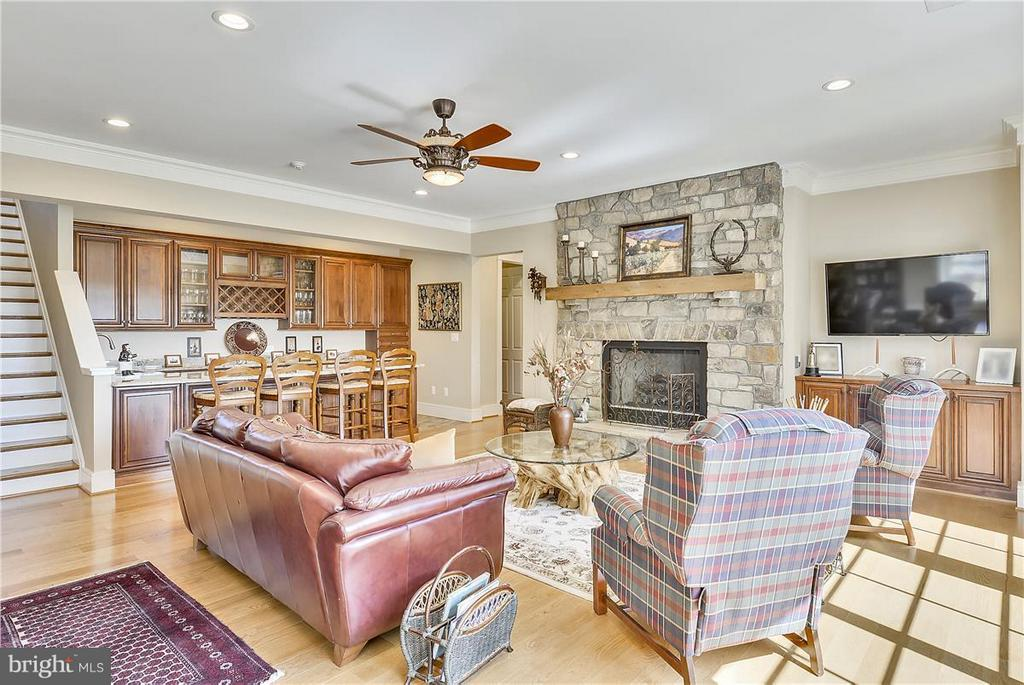 Opens to expansive terrace and pool - 20271 GILESWOOD FARM LN, PURCELLVILLE