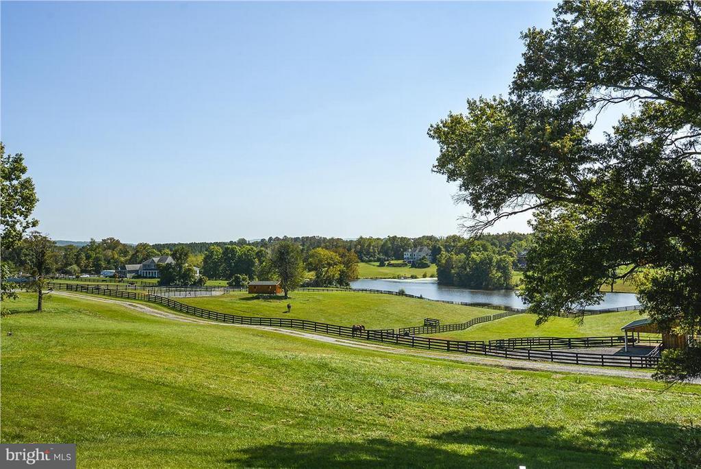 Neighboring farms and lake - 20271 GILESWOOD FARM LN, PURCELLVILLE