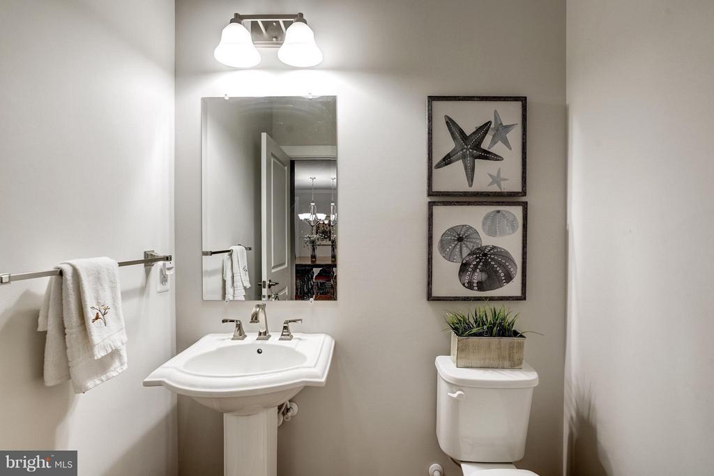 1/2 Bath Main Level - 11463 CRANEBILL ST, FAIRFAX