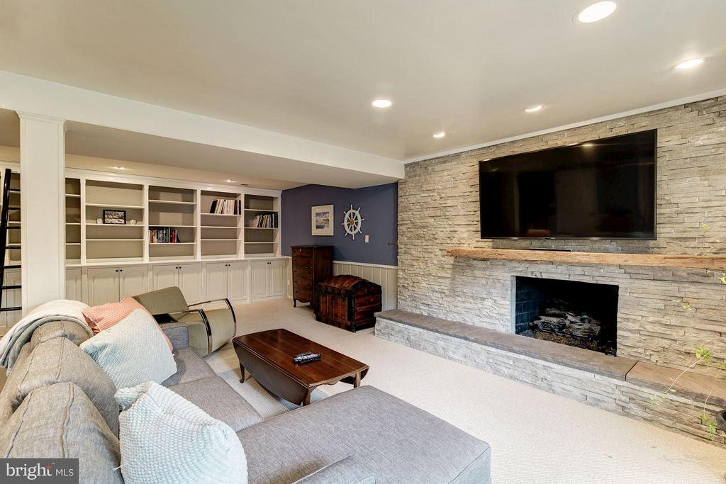 Family Room - 6538 DEARBORN DR, FALLS CHURCH