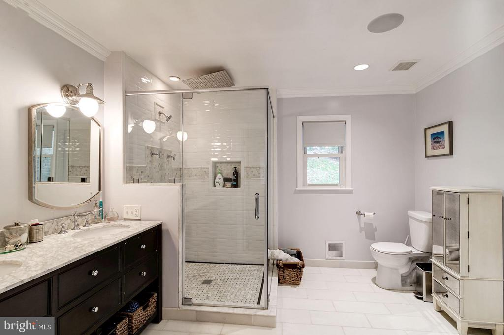 Bath (Master) - 6538 DEARBORN DR, FALLS CHURCH