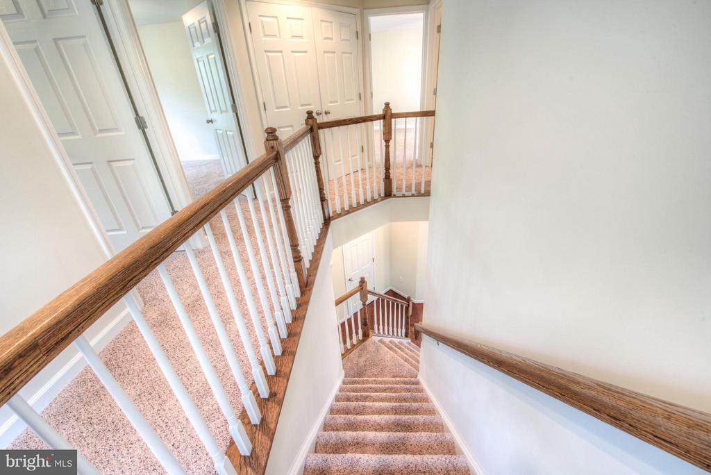 Elegant staircase - 280 ANDERSON RD, FREDERICKSBURG