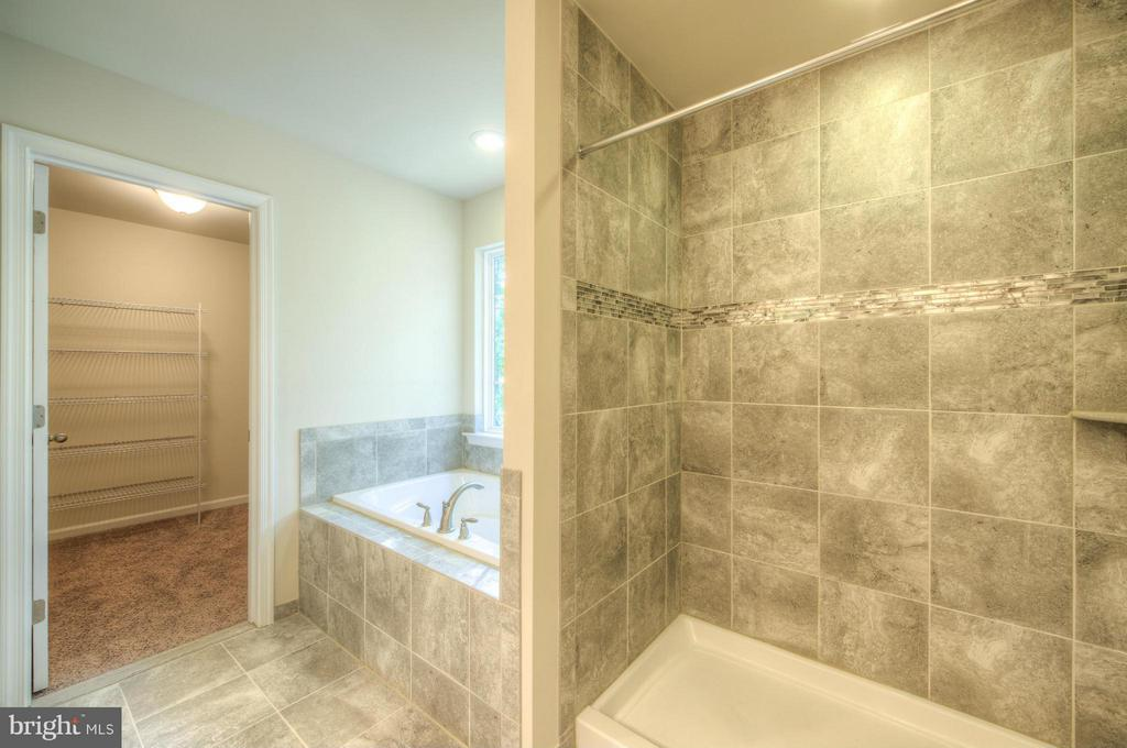 large soaking tub & sep shower in master suite - 12 ST JAMES CT, STAFFORD
