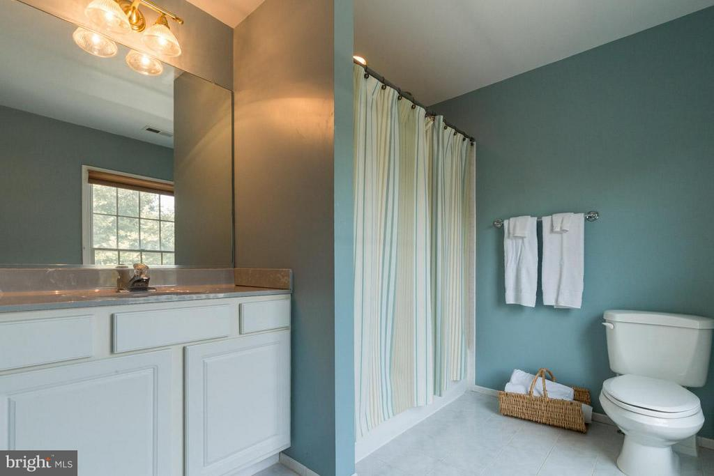 Upper Level Full Bath In Bedroom #4 - 42355 GREEN MEADOW LN, LEESBURG