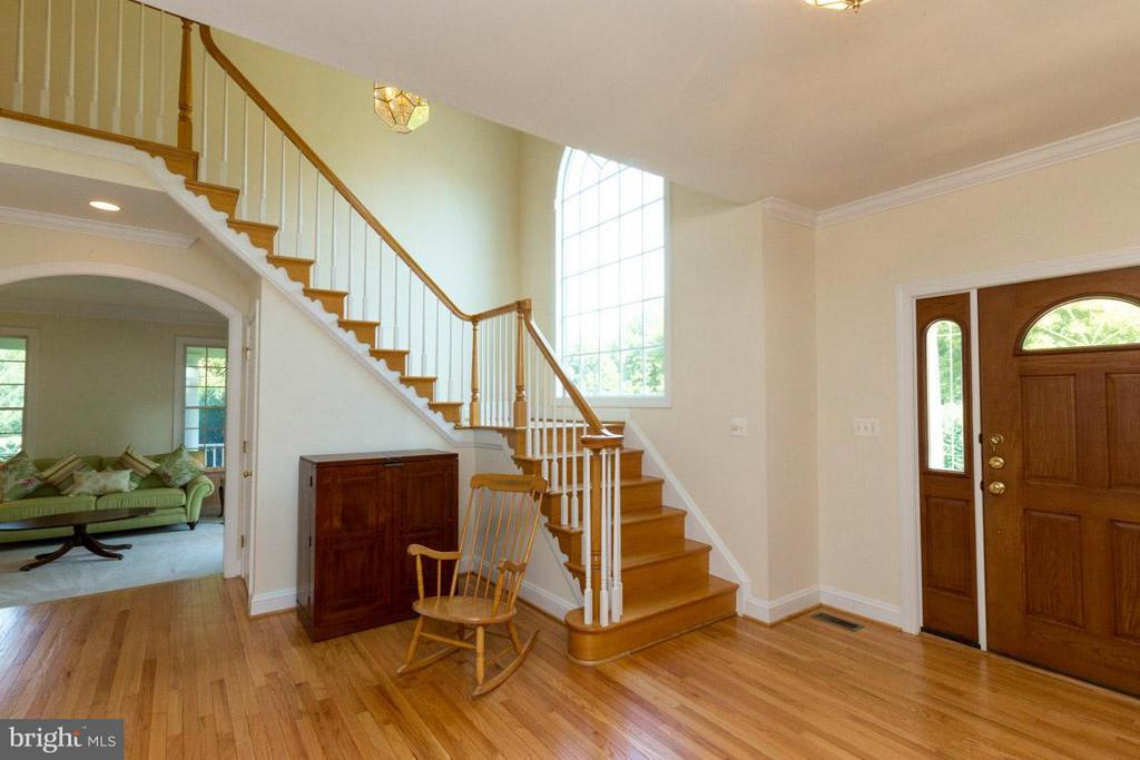 Large Open Foyer - 42355 GREEN MEADOW LN, LEESBURG