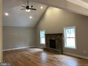Family Room - 140 WHISTLEWOOD LN, WINCHESTER