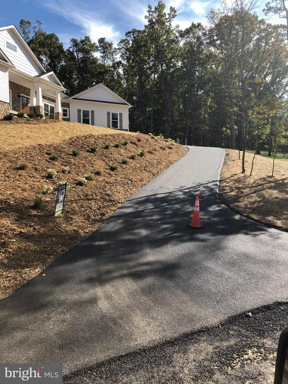 Driveway Has Been Paved! - 140 WHISTLEWOOD LN, WINCHESTER