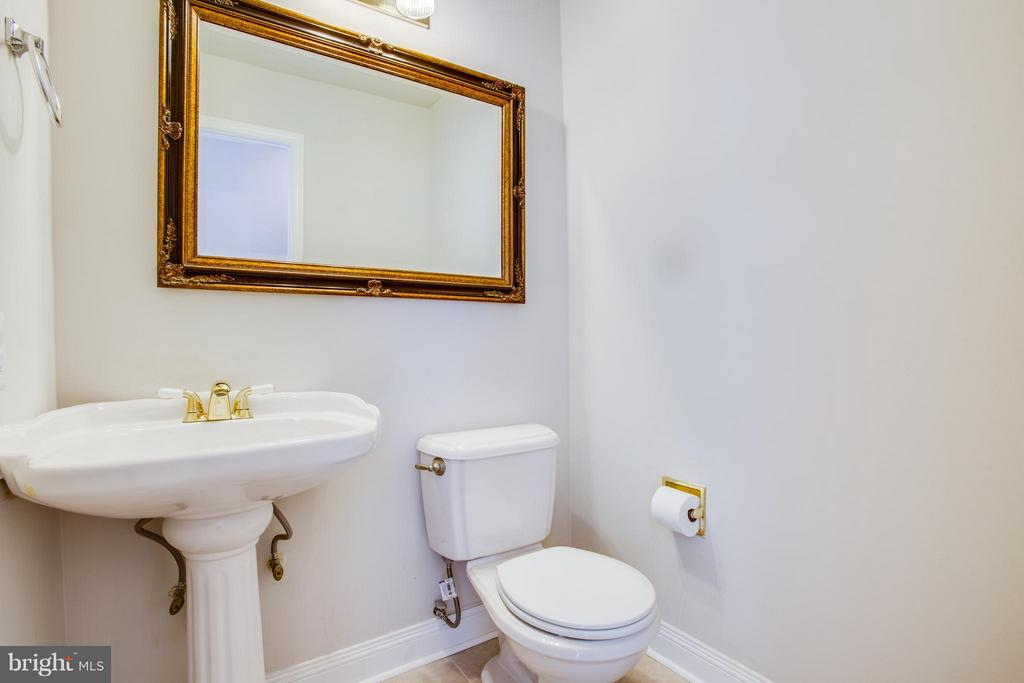 Main level half bath - 3418 AQUIA DR, STAFFORD