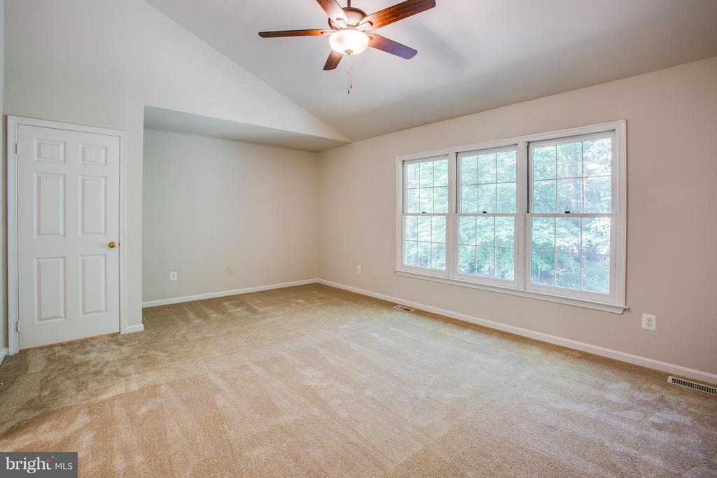 Great natural light in the master bedroom - 3418 AQUIA DR, STAFFORD