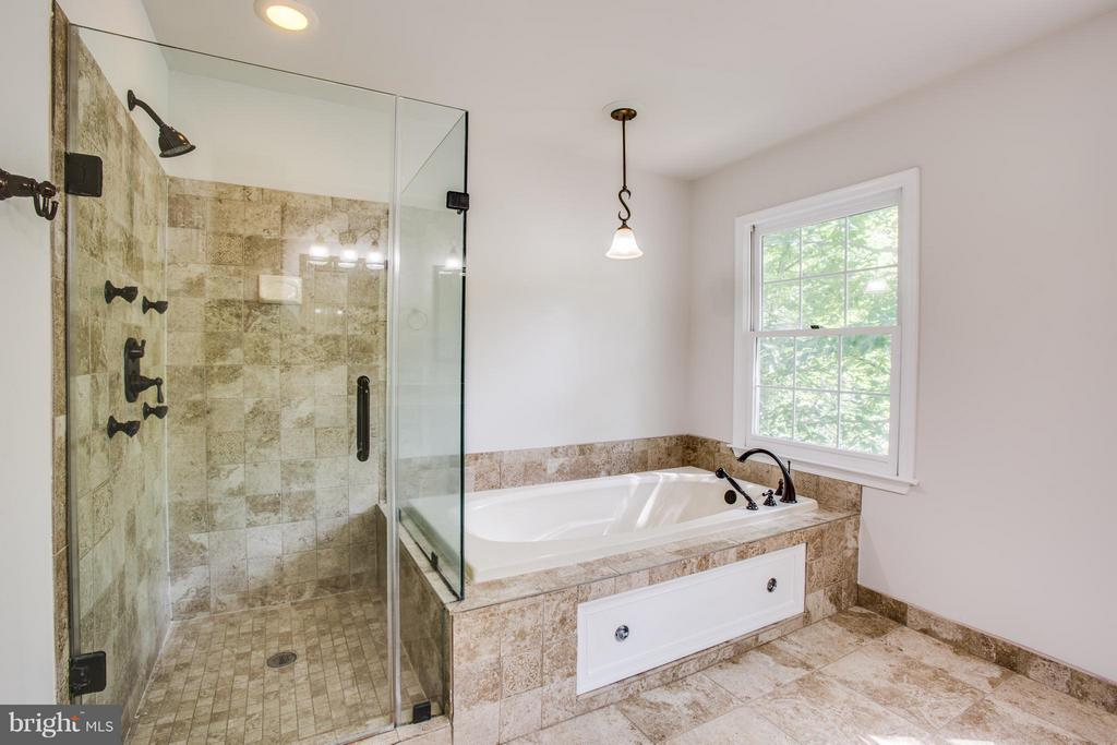 Nice glass shower in master bathroom - 3418 AQUIA DR, STAFFORD