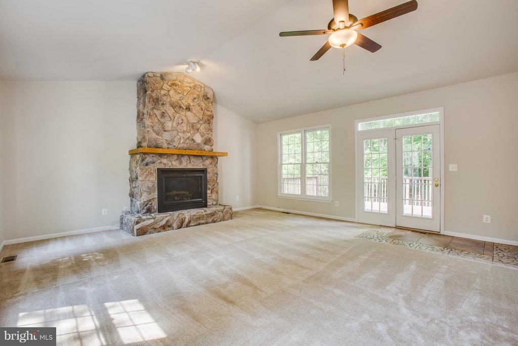 Vaulted ceiling in Family Room - 3418 AQUIA DR, STAFFORD