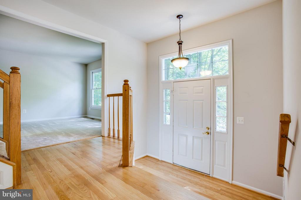 Bright foyer with refinished hardwood floors - 3418 AQUIA DR, STAFFORD