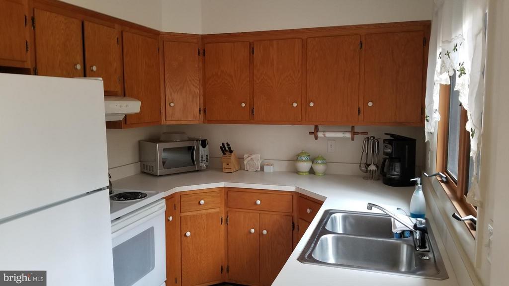 Kitchen - 131 MADISON CIR, LOCUST GROVE