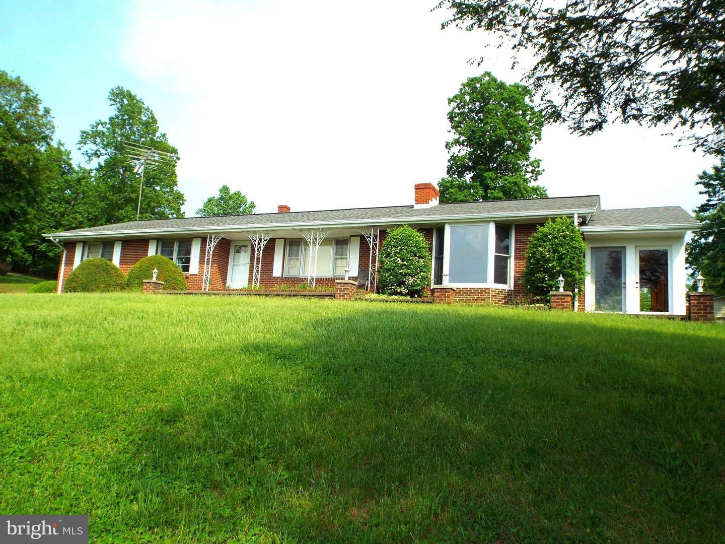Single Family for Sale at 436 Castleton View Rd Castleton, Virginia 22716 United States