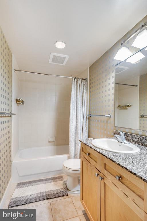 Bath - 777 7TH ST NW #426, WASHINGTON