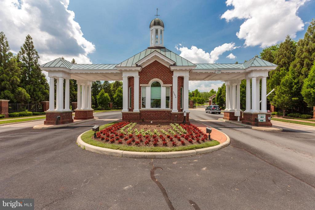 Gated Community - 43616 DUNHILL CUP SQ, ASHBURN