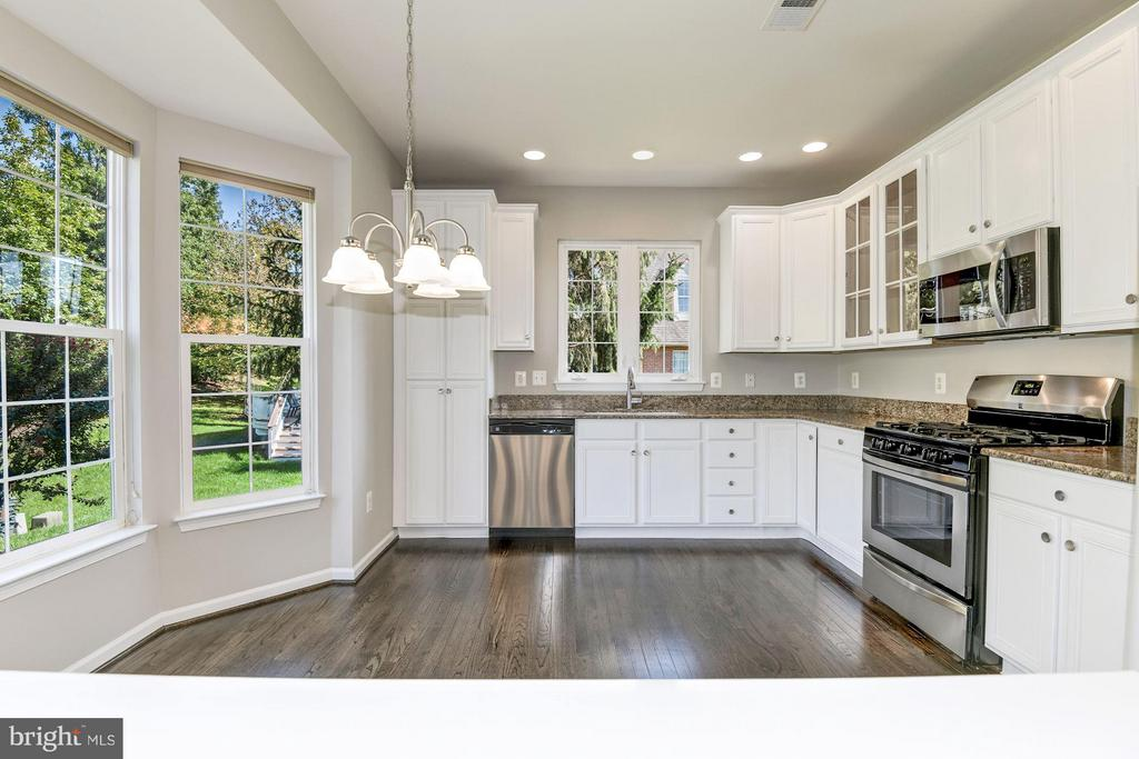 Gourmet Kitchen w / Granite Counter Tops - 43616 DUNHILL CUP SQ, ASHBURN