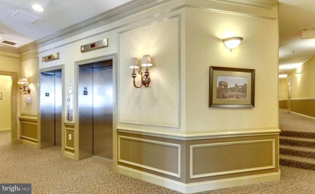 Elevator - 1001 N VERMONT ST #106, ARLINGTON