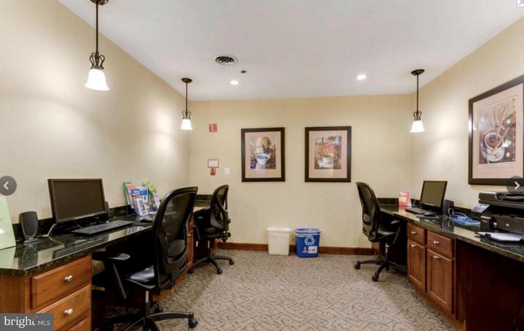 Business Center - 1001 N VERMONT ST #106, ARLINGTON